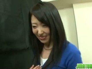 Japoniškas bręsta: japoniškas suaugę žmona gets pakliuvom sunkus į the žaidimas.