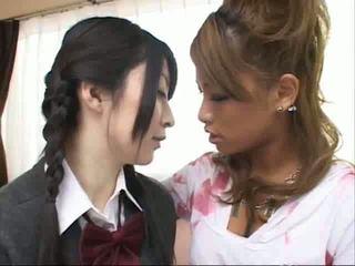 Jap lesbijskie kiss
