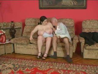 Montel perempuan dan lebih tua lelaki