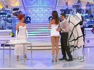 Alessia fabiani Καυτά κάτω από την φούστα επί ζω τηλεόραση - άσπρος/η pan