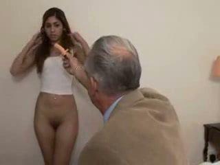 Dědeček fucks dospívající dívka