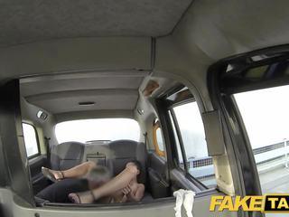 Fake taxi bedövning rumänska med perfekt tuttarna gets en.