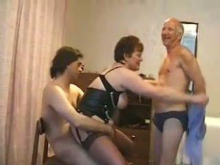 שמן בוגר אישה מזוין על ידי שלוש guys