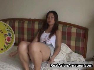 Kåt asiatisk sex leketøy knulling scene