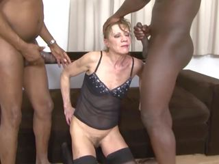 Interracial porno vieille dped par two noir men anal et