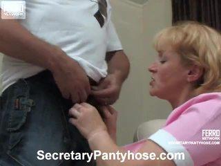 Emilia 和 desmond 办公室 hose 色情 视频