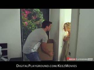 Manuel ferrara - big-tit blondīne seduces viņai vīrietis svaigs ārā no the duša