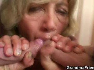 Nxehta 3she me moshë e pjekur grua