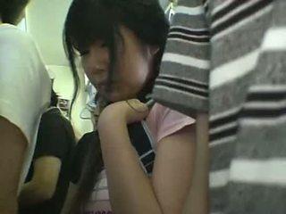 กระโปรงสั้น เด็กนักเรียนหญิง หมู่ ใน รถไฟ