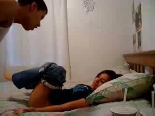 Sister recording αυτήν αδελφός trying να κάνω αυτόν σπέρμα