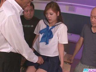 Skol yura kasumi är en het japanska cum flicka