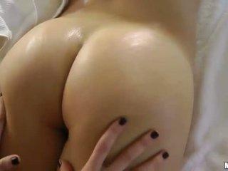 brunett, erotisk massage, massage room