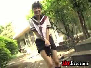 Ýapon schoolgirls flashing türsüjek