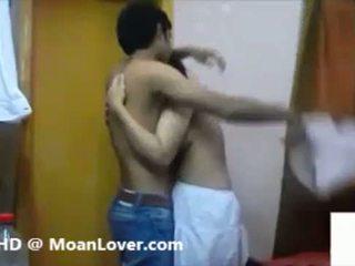 Szexi indiai pár hardcore csókolózás