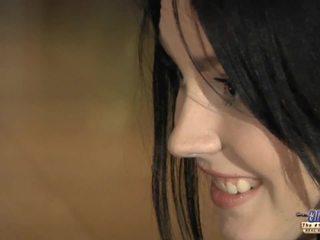 Terangsang muda gadis eagers untuk tua kontol
