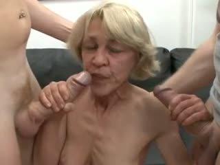 Saggy 德語 奶奶 性交 由 two guys
