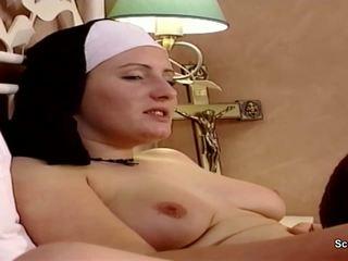 Saksalainen nunna saada hänen ensimmäinen naida alkaen repairman sisään kloster