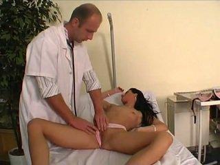 डॉक्टर फक्किंग उसके युवा रोगी