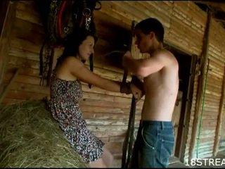 Iškrypęs paauglys pora kietas seksas malonumas į the barn