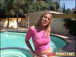 Gjoksmadhe blondie pornstar daphne rosen teasing na me të saj i madh