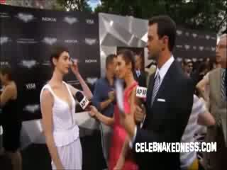 Celeb anne hathaway pokers sa ang dark knight premiere