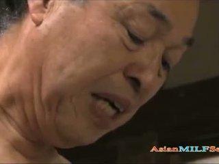 Sexy asiatisk milf enjoys being shagged lang og hardt