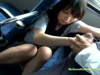 女學生 孩兒 getting 她的 口 性交 吸吮 一 guy 離