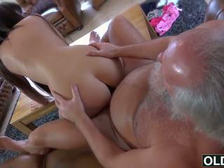Seksikas noor tüdruk perses poolt paks vana mees sperma neela beib