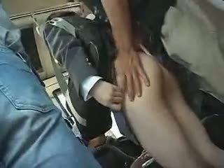 תלמידת בית ספר has ל לתת a מציצות ב a אוטובוס