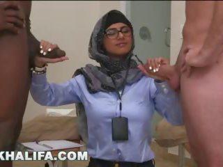 Arab mia khalifa compares big gara sik to ak kotak