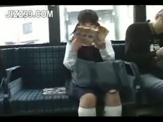 女子生徒 seduced 足 ファック バイ geek 上の バス