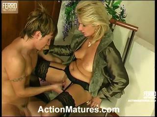 Agatha rolf neslušné mama v akcie