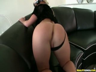 Kimmy shows nuo jos idealus šikna.