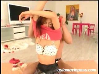 Asiática adolescente engulfing dongs