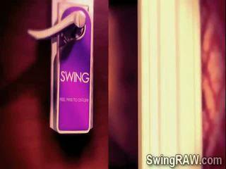 Sexy swinger couples tener un fiesta en xxx realidad espectáculo
