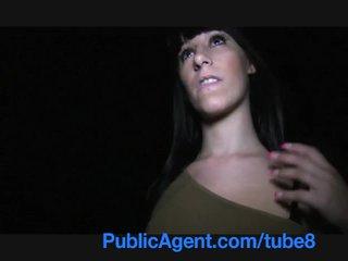Publicagent ספרדי נוער עם גדול פטמות ו - תחת מזיין outdoors