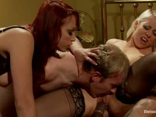Two মহিলা having funtime সম্পর্কে বশ্য করা bloke এবং আফ্রো dude মধ্যে dame অত্যাচার