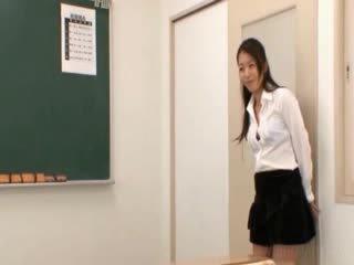 Skola skolotāja gets austrumnieki juggs licked
