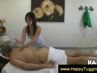 Thai masseuse fucks client at makes him pagbuga ng tamod