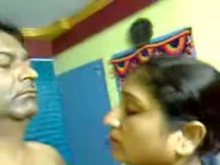Sexy zelfgemaakt indisch rijpere harig koppel seks pijpen mms