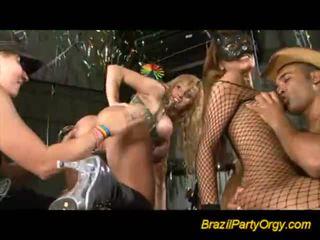 Insane gal offering blowjobs στο πάρτι