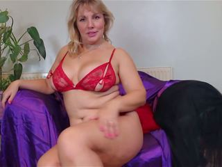 Super Mature Sex Bomb Mom with Big Tits and Ass: HD Porn f5