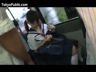Japonské školské babes dostať cumshots verejnosť