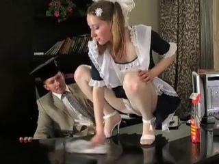 Палав брюнетка почистване момиче в delicious raw путка pounding