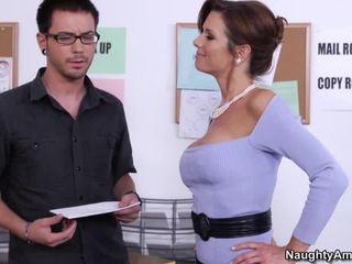 Nešvarus didelis krūtinga bosses