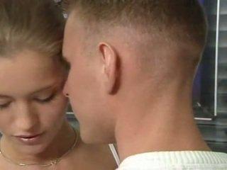 हॉट जर्मन रशियन टीन में ऑफीस सेक्स कार्रवाई