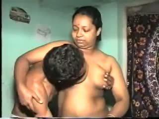 Desi aunty souložit: volný indický porno video 7b
