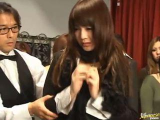 Hapon av modelo gets pulled out