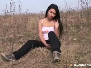 استمناء داخل ال grass