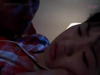Babe warga asia gets faraj teased dalam undies dalam beliau tidur